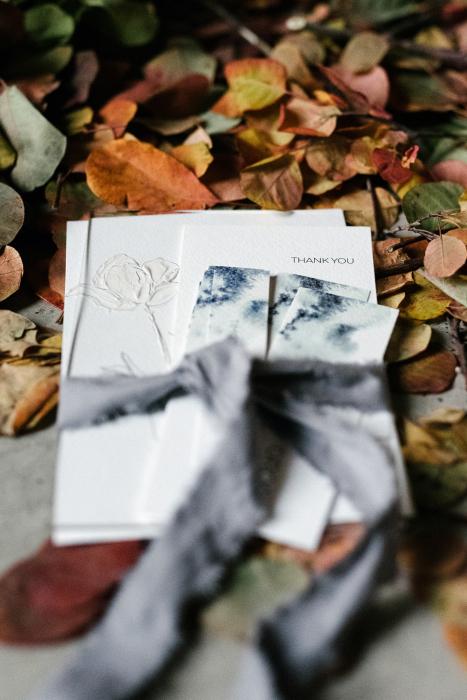 Autumn leaves slik ribbon invitations