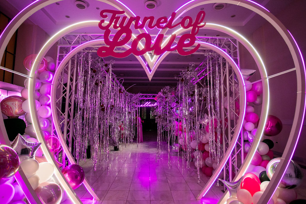 Sound and Lighting at your wedding or this Ellwed Party with the tunnel of Love and the glowing heat