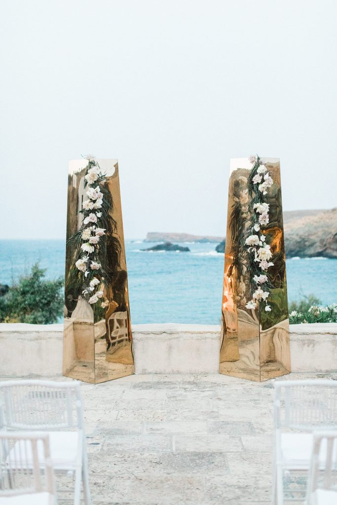 Mirror columns with floral decoration