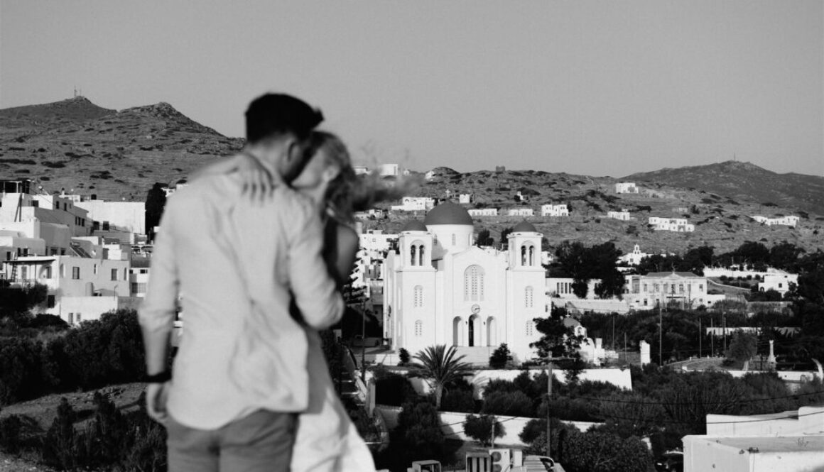 This real couple decided to celebrate their engagement lovestory on the Greeks island of Ios and use it as practice for their big day!
