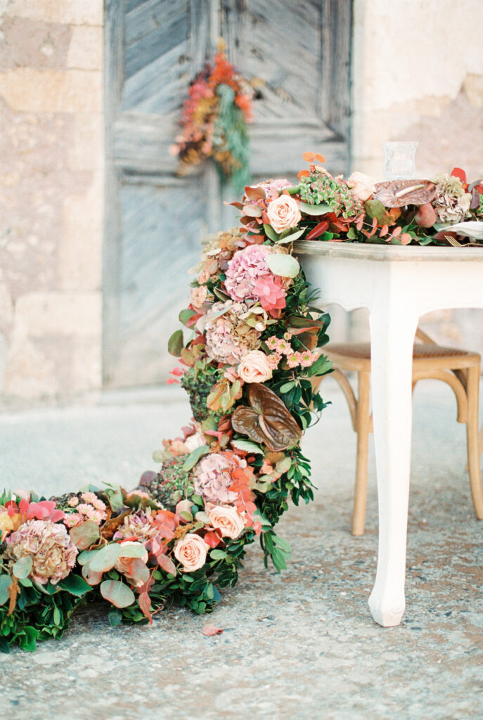 Floral runner on the fable centrepiece