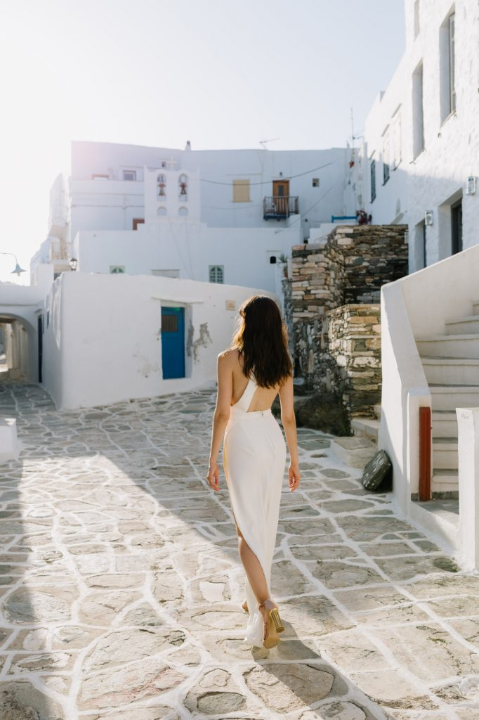 stylish eco-conscious wedding bride in Sifnos town