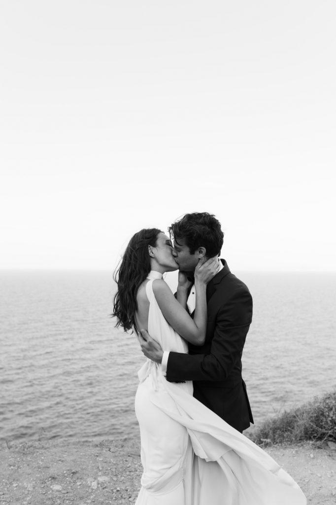stylish eco-conscious wedding of Kat & Jared kissing